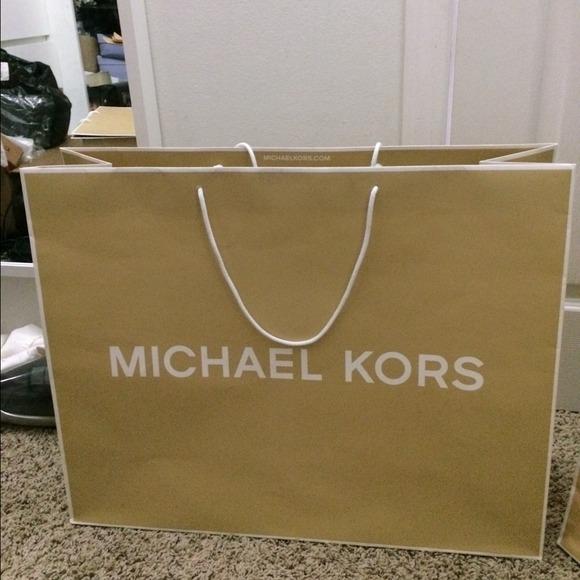 a061337f57fa Michael kors paper bag size 19