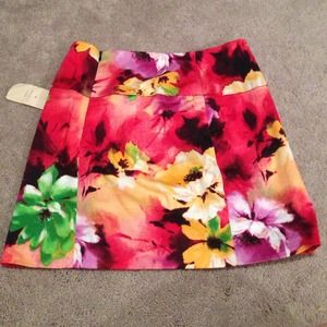 Floral mini skirt- size small