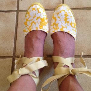 Espadrilles Authentic Burberry canary yellow NEW