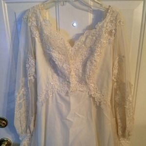 Gorgeous vintage wedding gown