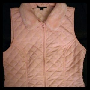 Outerwear - Pink quilted vest faux fur collar size PXL