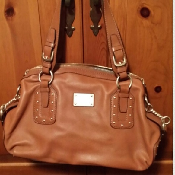 be1b718d20f5 Michael Kors Brown Handbag. M_5378443e5d5f4e5710121ce1