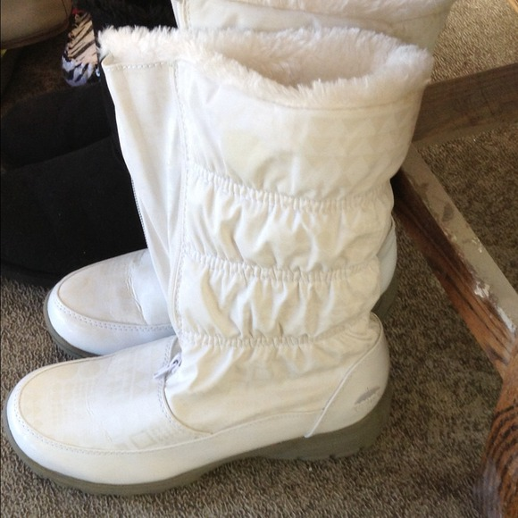 58% off Boots - Winter white light weight snow boots by Totes from ...