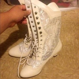 Boots - Pointed White Lace-Up Lace Boots