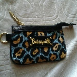 Betseyville clutch