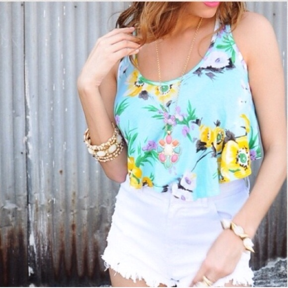 Tops - 💠PM EDITOR PICK💠 Floral Crop Top