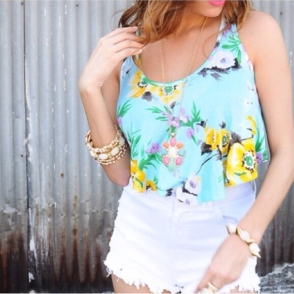 Tops - 🚚Moving Sale! 🔹Last🔹Blue Floral Crop Top
