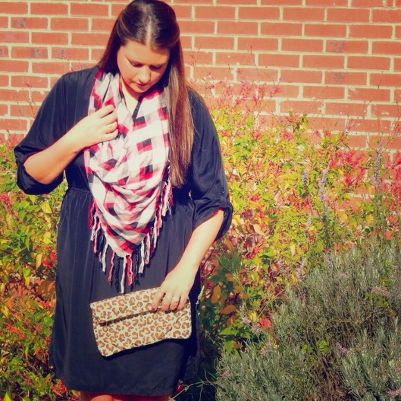 #ClosetCrush Accessories - POSH FIND: Plaid Scarf