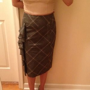 EXPRESS DESIGN STUDIO gray plaid skirt w/ruffle