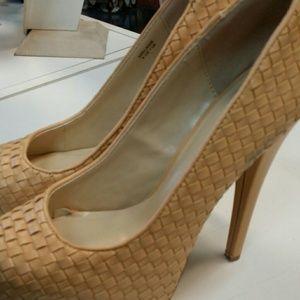 Shoes - SOLD - Nude platform pump size 9