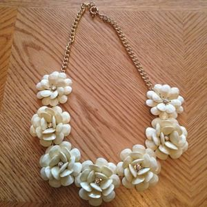 Jewelry - Ivory 7 Flower Necklace