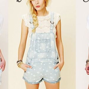 Free People Other - Free people ditsy floral denim romper overalls