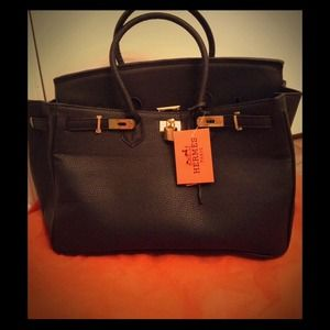 hermes man wallet - Labellavita's Closet on Poshmark - @labellavita302