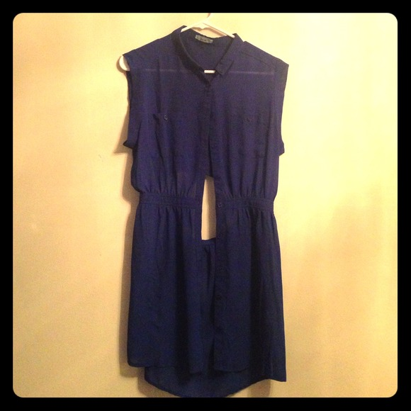 Dresses & Skirts - Blue cut out back tunic