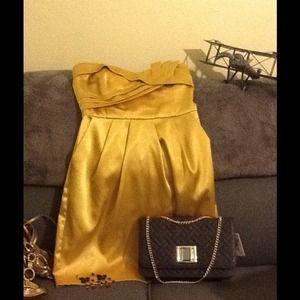 Dresses & Skirts - 💕Strapless Champagne Gold Dress