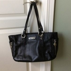 Authentic Coach Gallery Leather Zip Tote