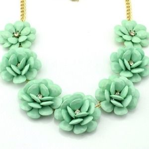New!! Mint 7 flowers necklace