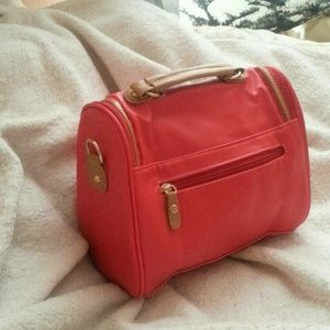 Accessories - Host Pick 💓  British Top Handle Bag Red