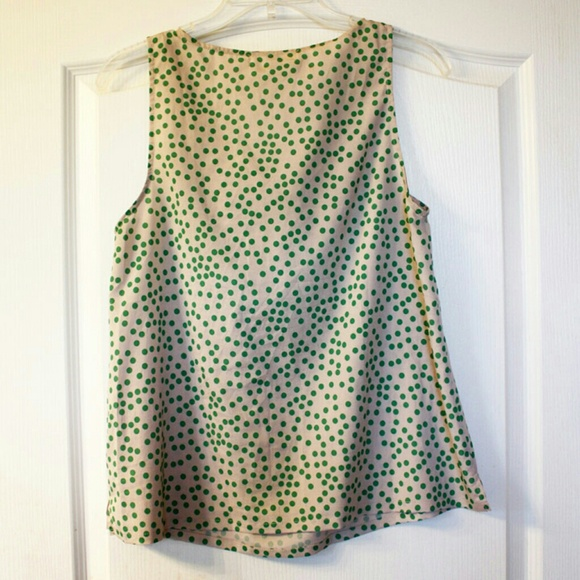 ModCloth Tops - 🎉HP🎉🌿Pretty🌿Bow-front green dots top