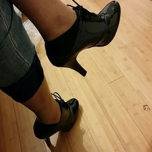 ✨reduced pricing!!✨ patent leather bootie