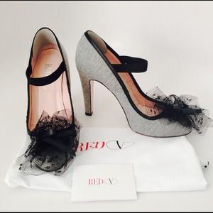 *WAS $350* *HP* 🎉 RED VALENTINO tuille bow pumps