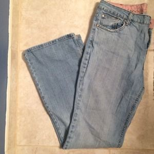 Light wash jeans- new listing.💋