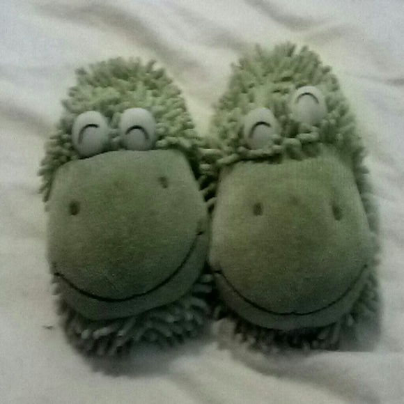 544874753e1 Fuzzy Friends Other - Fuzzy Friends frog slippers