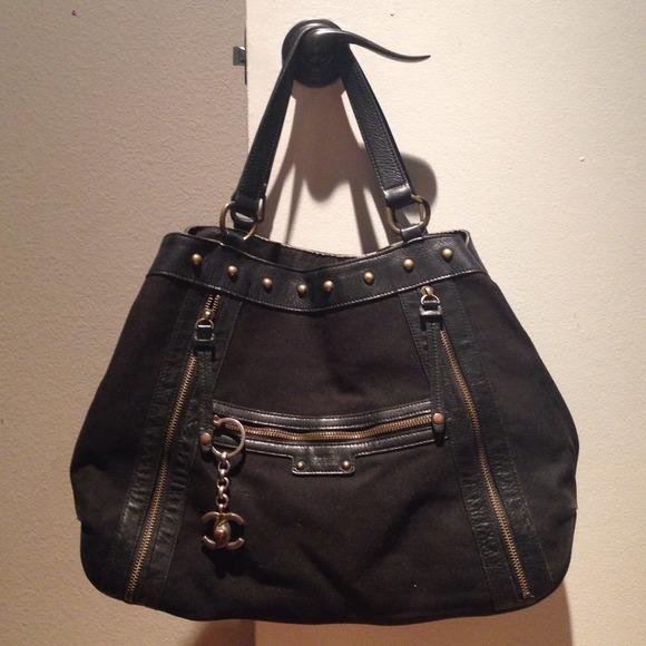 Burberry Handbags - Burberry blue label shoulder bag. 100% auth. 4f98ee5bf96de