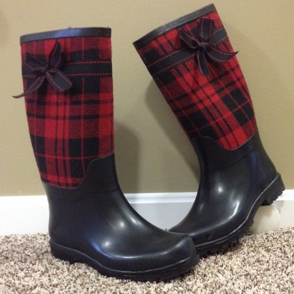 25% off American Eagle Outfitters Boots - ❤   red hunter plaid ...