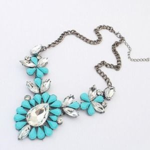 Jewelry - Blue fashion bib necklace