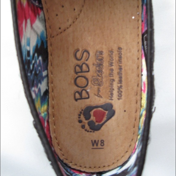 bobs Shoes - LOWEST PRICE!! Bobs black/silver slip on flats.