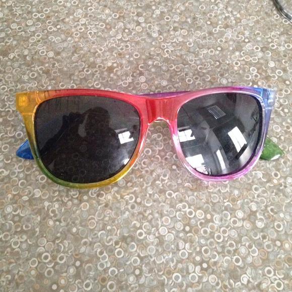 0be48de03e553 VS PINK rainbow wayfarer style Sunglasses