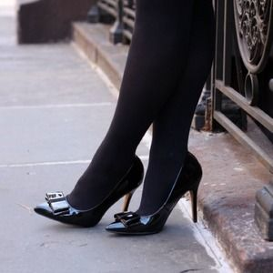 Black bow pointy toe pumps