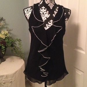 """NEW"" pretty black w/white trim sleeveless top."