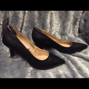"Merona Black Black Pumps – Heel 3""  – Pre-Loved"