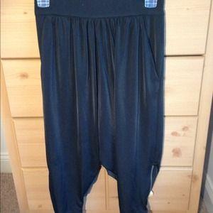 Forever 21 black Capri length harem pants