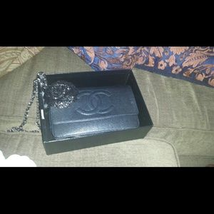 Authentic chanel black classic wallet on chain WOC