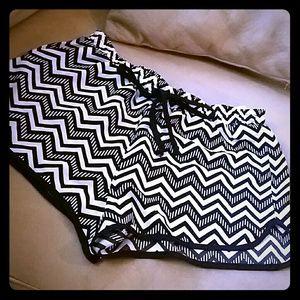 Other - Nwt Chevron shorts