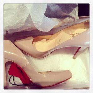 christian louboutin decollete 100 pumps