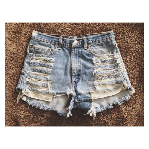 Levi's Denim - (SOLD)✖️Levi High-Waisted Shorts