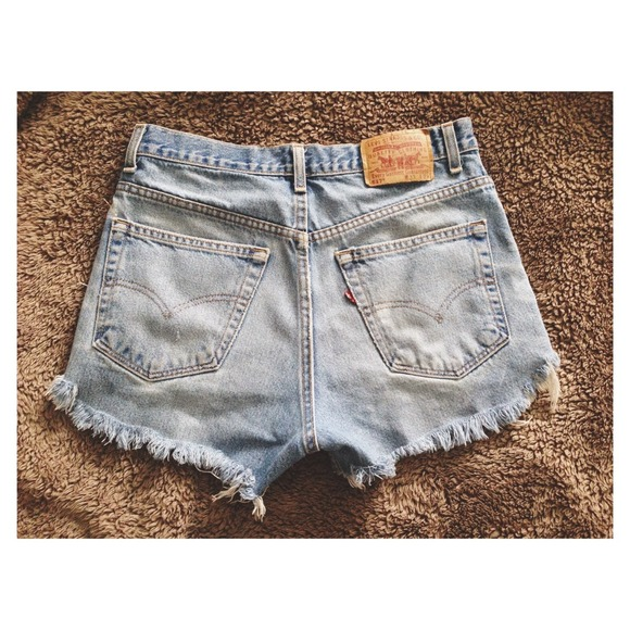 Levi's Jeans - (SOLD)✖️Levi High-Waisted Shorts
