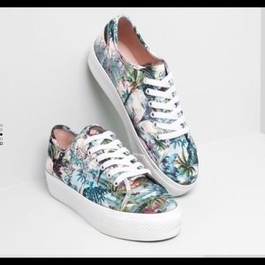 HOST PICK!!! Pull and Bear printed sneakers