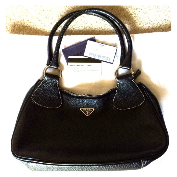 9cc753e8470c30 Authentic PRADA - BR0830 - Black Leather Handbag. M_538cb97925cab757331cc45e