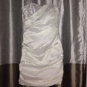 City Triangles Dresses & Skirts - NWOT City Triangles white dress with sequins.