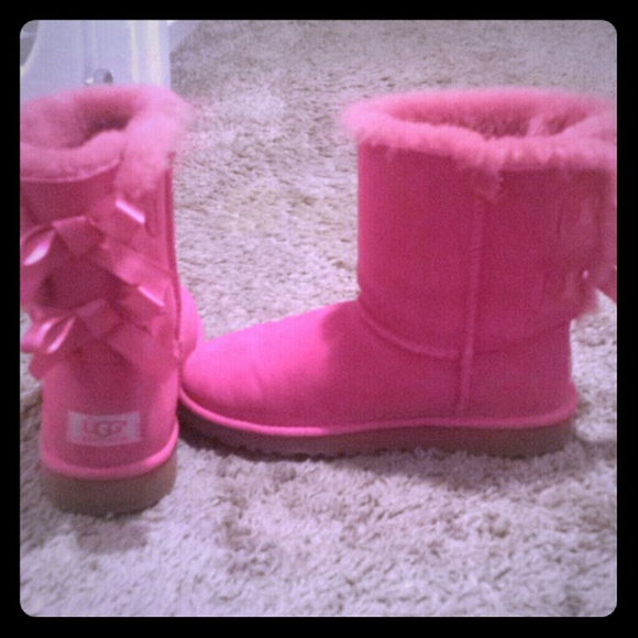 618f073bb04 Pink bailey bow uggs NWT