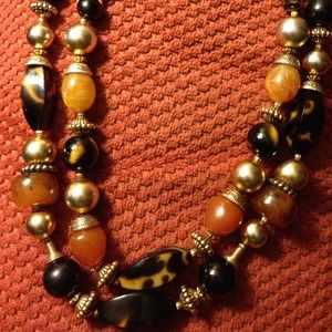 "unkown Jewelry - 11 "" long double strand earth tone beads"