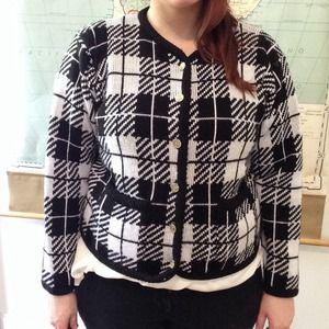 Sweaters - Checkered tartan preppy black and white cardigan