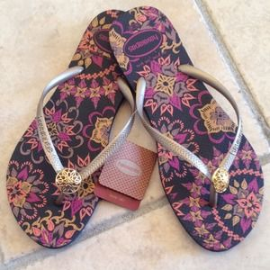 Havaianas Shoes - New Havaianas Slim Thematic black w/gold charm