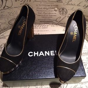 ✨HOST PICK 7.6✨ CHANEL* Black* Gold* Heels 