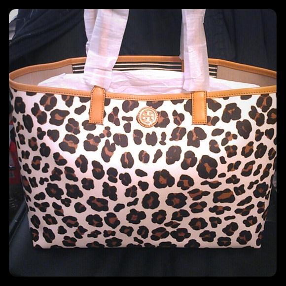 c19f7fae5abd Tory Burch Bags | Nwt Tote Kerrington Leopard Shopper Bag | Poshmark